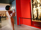 Голая женщина шокировала посетителей музея - ФОТО - ВИДЕО: Фоторепортажи