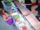 Девушка показала продавцам грудь за кебаб - ФОТО - ВИДЕО: Фоторепортажи