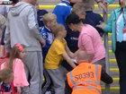 Женщина очень низко поступила с маленьким мальчиком - ФОТО - ВИДЕО: Видеоновости
