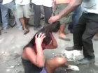Мужчины избили и сожгли девушку на глазах у полицейских - ФОТО - ВИДЕО: Фоторепортажи