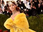 Рианна удивила своим невероятно огромным платьем - ФОТО: Фоторепортажи
