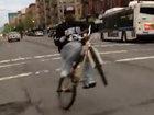 Этот велосипедист творит чудеса - ВИДЕО: Видеоновости