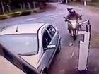 Парни на мотоцикле не ожидали такого поворота событий - ВИДЕО: Видеоновости
