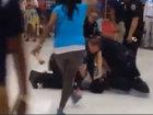 Полицейские США жестко избили чернокожего - ВИДЕО: Видеоновости