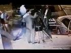 Мужчина одним ударом отправил девушку в нокаут - ВИДЕО: Видеоновости