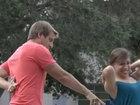 Парень обвел девушек вокруг пальца - ВИДЕО: Видеоновости