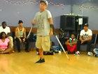 За гранью возможного: одноногий парень танцует брейк - ВИДЕО: Видеоновости