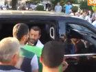 Dünya çempionu oğlunun tabutunu qollarında tək daşıdı - VİDEO: Видеоновости