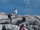 Фотография ребенка на краю утеса вызвала шок в Норвегии - ФОТО: Фоторепортажи