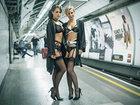 В лондонском метро прошел модный показ нижнего белья - ФОТО: Фоторепортажи