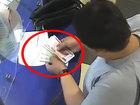 Ужасный поступок при обмене валюты - ВИДЕО: Видеоновости