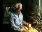 Мужчина творит чудеса с бруском дерева - ВИДЕО: Видеоновости