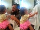 Отец ужасно напугал свою маленькую дочурку - ФОТО - ВИДЕО: Фоторепортажи