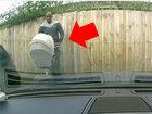 Он думал, что камера не увидит эту подлость - ВИДЕО: Видеоновости