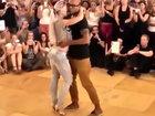 Это надо видеть: страстный танец девушки с парнем - ВИДЕО: Видеоновости