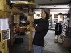 Парень использует грушу не по назначению - ВИДЕО: Видеоновости