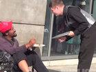 Парень помог нескольким людям, но тронул сердца миллионов - ВИДЕО: Видеоновости