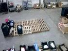 Этот работник родился в рубашке - ВИДЕО: Видеоновости