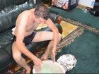 Мужчина помылся в мэрии из-за отсутствия горячей воды - ВИДЕО: Видеоновости