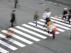 Пешехода едва не снесло лавиной бутылок - ВИДЕО: Видеоновости