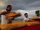Греческие пекари обернули средневековую башню бубликом - ФОТО: Фоторепортажи