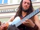 Никто не смог пройти равнодушно мимо этого музыканта - ВИДЕО: Видеоновости