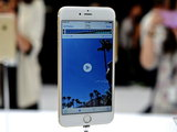 Новый iPhone 6 Plus жестоко проверили на прочность - ВИДЕО: Технологии