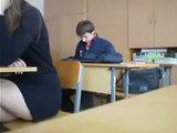 Некультурный поступок ученика во время урока - ВИДЕО: Это интересно