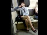 Девушка соблазнила парня в метро - ВИДЕО: Это интересно