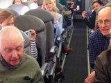 Рейс задерживался, но то, что сделали мужчины, удивило всех - ВИДЕО: Это интересно