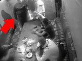 Парни сошлись в рукопашную в чайхане - ВИДЕО: Это интересно