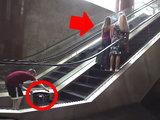 То, что сделал мальчик на эскалаторе, вызвало восторг у девушек - ВИДЕО: Это интересно