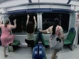 Девушки в метро пережили шок - ВИДЕО: Это интересно