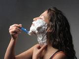 Косметологи советуют женщинам брить лицо: Это интересно