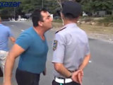 Polisin üzünə üfürüb söyüşə keçdilər - REYD - VİDEO: Общество