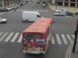 В столице автобус протаранил Mercedes - ВИДЕО: Общество