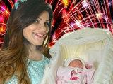 14 il övlad həsrətində olan müğənni yeni doğulmuş qızını göstərdi - FOTO: Шоу-бизнес