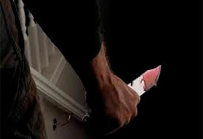 25 yaşlı gənc bıçaqlanıb