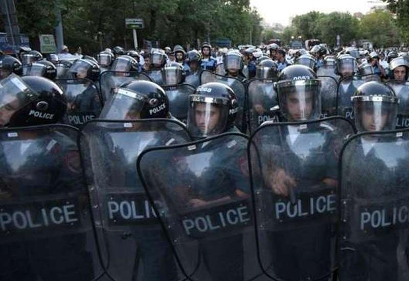 Полицейская жестокость в Ереване, десятки пострадавших
