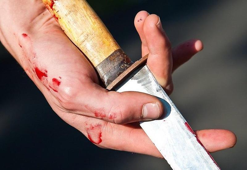Неизвестный напал с ножом на жителя Баку