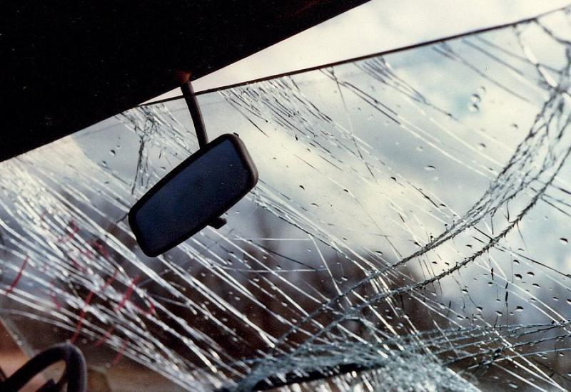 Микроавтобус врезался в грузовик, ранены дети