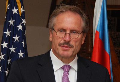 США призывают предпринять шаги по мирному решению карабахского конфликта