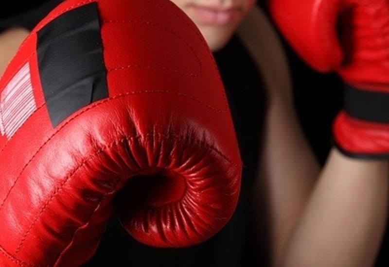 Азербайджанский боксер вышел в финал ЧЕ, одолев армянина