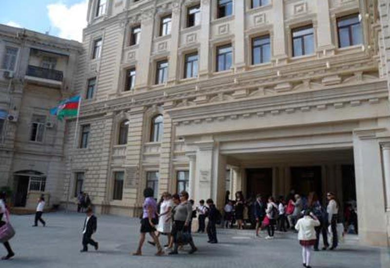 Азербайджанским учителям увеличат учебные часы