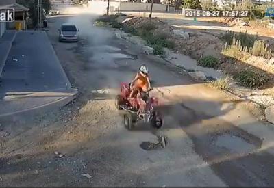 """Безумный гонщик на квадроцикле <span class=""""color_red"""">- ВИДЕО</span>"""