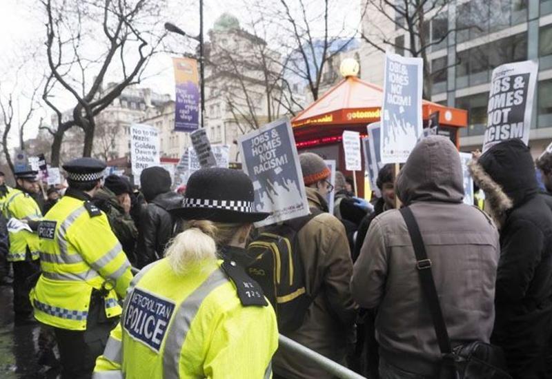 Великобритания протестует многотысячным митингом