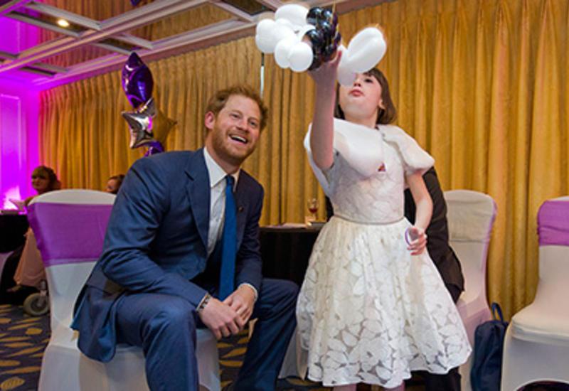 Дети приняли принца Гарри за клоуна