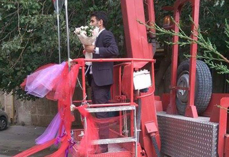 "Bakıda kranla evlilik təklifi <span class=""color_red"">- VİDEO</span>"