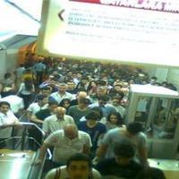 """Metroda daha bir ajiotaj: <span class=""""color_red"""">Sərnişinlər qatardan boşaldıldı</span>"""