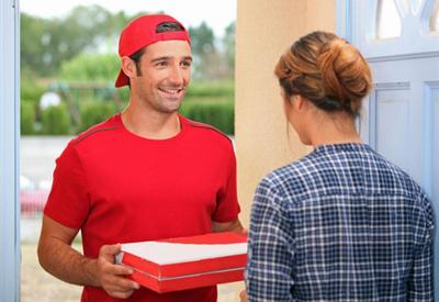 """Парни принесли пиццу и обалдели <span class=""""color_red"""">- ВИДЕО </span>"""